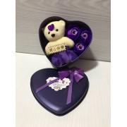 Подарочный набор Bear & Flowers Purple розы из мыла в коробке в виде сердца с плюшевым медведем для женщин и мужчин Фиолетовый